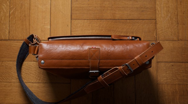 Practical leather messenger style work satchel for your daily essentials. Handmade in Italy | hard graft