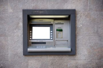 Banks Rush To Upgrade ATMs From Windows XP | Ubergizmo