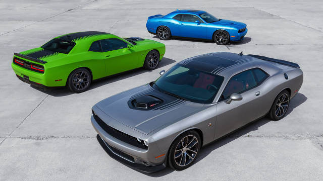 2015 Dodge Challenger stays retro AND goes modern - First Look - Road & Track